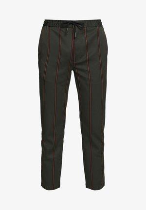 STRIPE - Pantaloni sportivi - khaki
