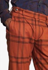Topman - TERRA CHECK WHYATT - Pantalones - brown - 4