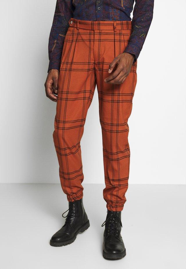 TERRA CHECK WHYATT - Spodnie materiałowe - brown