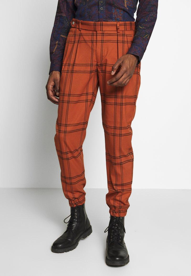 Topman - TERRA CHECK WHYATT - Pantalones - brown