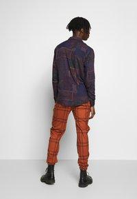 Topman - TERRA CHECK WHYATT - Pantalones - brown - 2