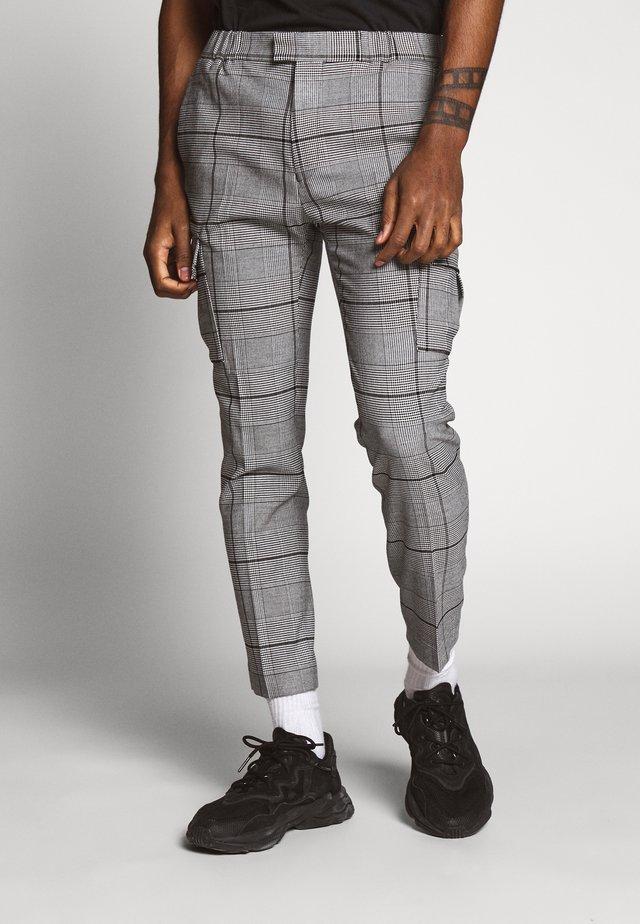 LARGE SCALE CHECK - Pantaloni cargo - grey