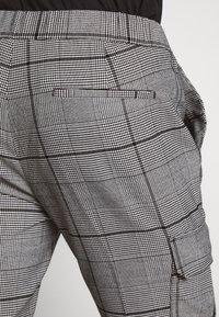Topman - LARGE SCALE CHECK - Pantaloni cargo - grey - 5
