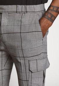 Topman - LARGE SCALE CHECK - Pantaloni cargo - grey - 3