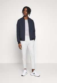 Topman - CHECK JOGGER - Broek - grey - 1