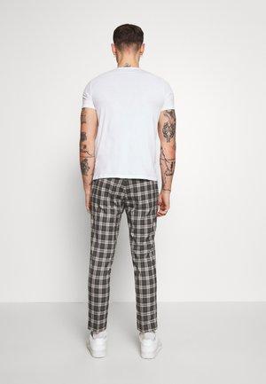 GREY HERITAGE JOGGER - Kalhoty - gray