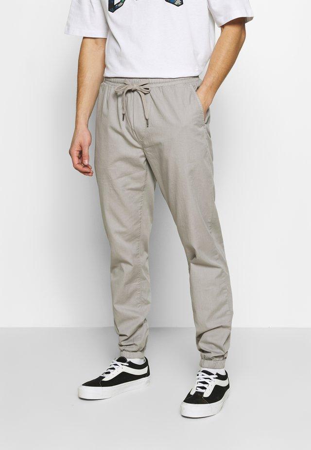PAPER TOUCH CUFFED - Pantaloni sportivi - gray