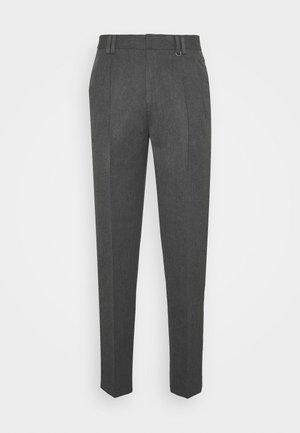 PLEAT TAPER - Pantalon classique - grey