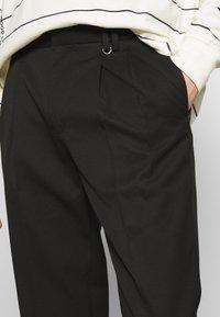 Topman - PLEAT TAPER - Trousers - black - 4