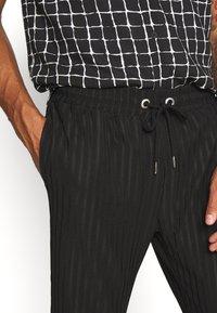 Topman - Pantaloni sportivi - black - 4