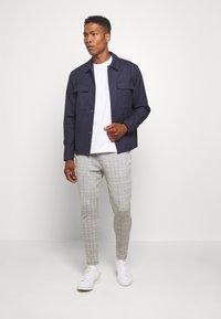 Topman - JOGGER - Pantaloni - grey - 1
