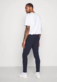 Topman - Pantaloni sportivi - navy - 2