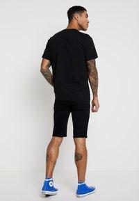 Topman - Shorts di jeans - black - 2