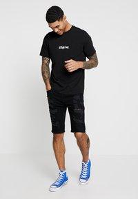 Topman - Shorts di jeans - black - 1