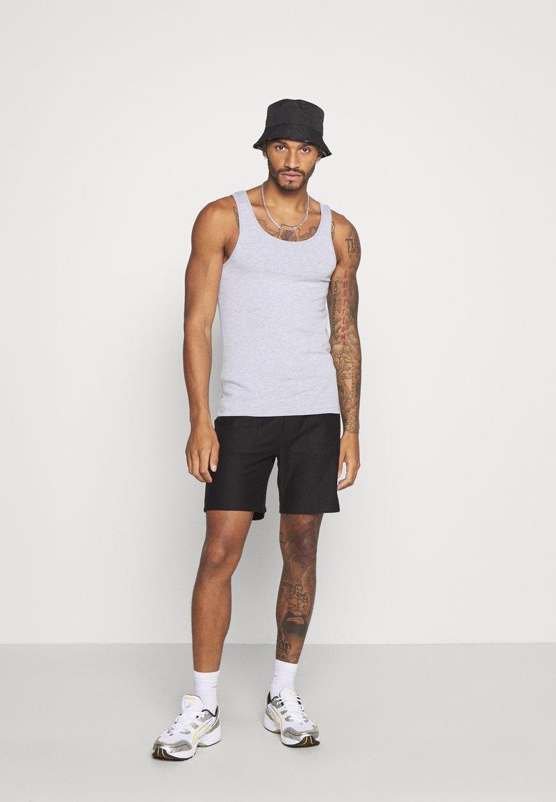 Topman - Shorts - black
