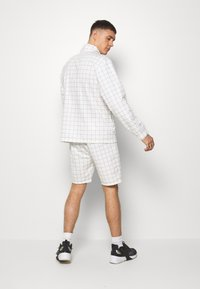 Topman - WINDOWPANE - Pantaloni sportivi - white - 2