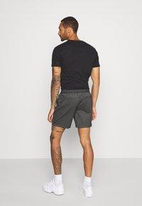 Topman - STRIPE PULL ON - Shorts - black - 2