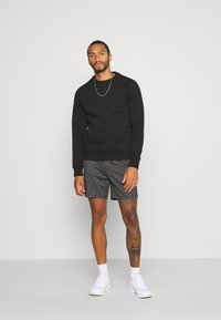 Topman - STRIPE PULL ON - Shorts - black - 1