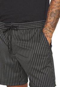 Topman - STRIPE PULL ON - Shorts - black - 4
