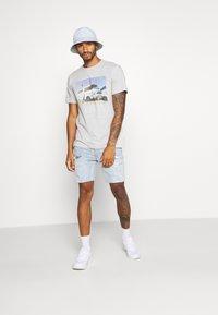 Topman - BLEACH - Denim shorts - light blue - 1
