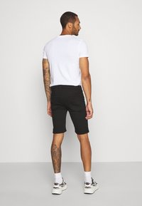 Topman - SOLID SPRAY ON - Shorts di jeans - black