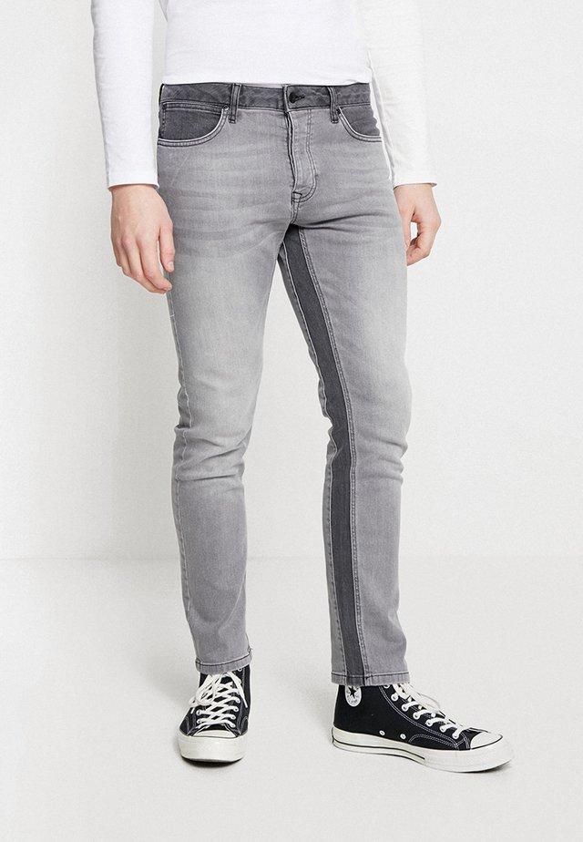 PANELLED - Jeans slim fit - grey