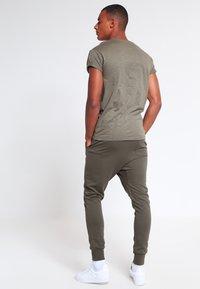 Topman - MUSCLE ROLLER - Basic T-shirt - khaki/olive - 2