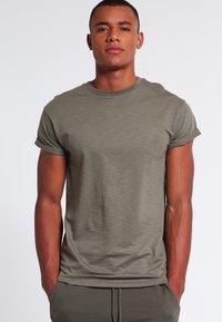 Topman - MUSCLE ROLLER - Basic T-shirt - khaki/olive - 0