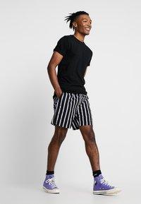 Topman - SKIN SLUB  - T-shirt basique - black - 1
