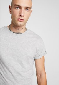 Topman - 5 PACK - Basic T-shirt - white/black/grey - 4