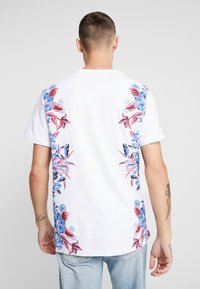 Topman - SIDE FLORAL TEE - T-shirt med print - white - 2
