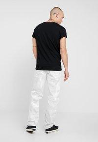 Topman - 2 PACK - Jednoduché triko - black/white - 3