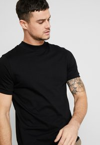 Topman - TURTLE - T-shirt basic - black - 4