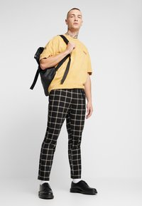 Topman - COPENHAGEN - Camiseta estampada - mustard - 1