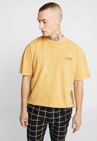 Topman - COPENHAGEN - Camiseta estampada - mustard - 0