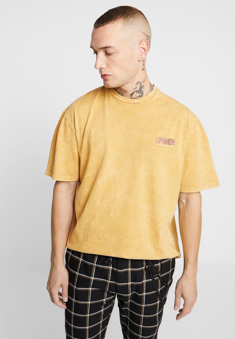 Topman - COPENHAGEN - Camiseta estampada - mustard