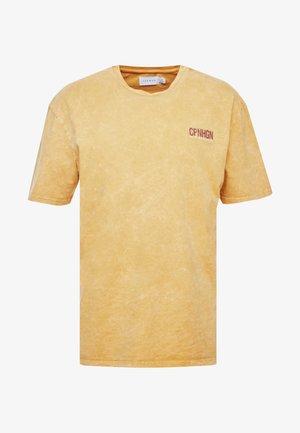 COPENHAGEN - Camiseta estampada - mustard