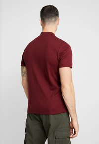 Topman - TURTLE NECK - T-shirts med print - burg - 2