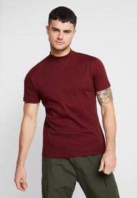 Topman - TURTLE NECK - T-shirts med print - burg - 0