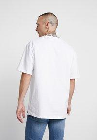 Topman - TEE - T-shirt con stampa - white - 2