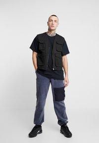 Topman - DONT BE SAD REFLECTIVE TEE - T-Shirt print - black - 1