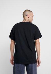Topman - DONT BE SAD REFLECTIVE TEE - T-Shirt print - black - 2