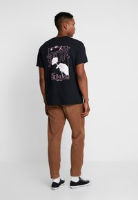 Topman - MIDNIGHT FLOWER TEE - T-shirt z nadrukiem - black - 2