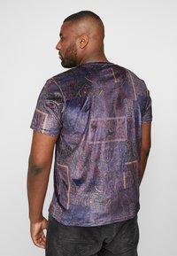 Topman - PAISLEY TEE - T-shirt print - apple - 2