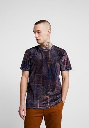 PAISLEY TEE - T-shirt med print - burg