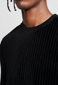 Topman - BURN OUT STRIPE TEE - T-shirt - bas - black - 5