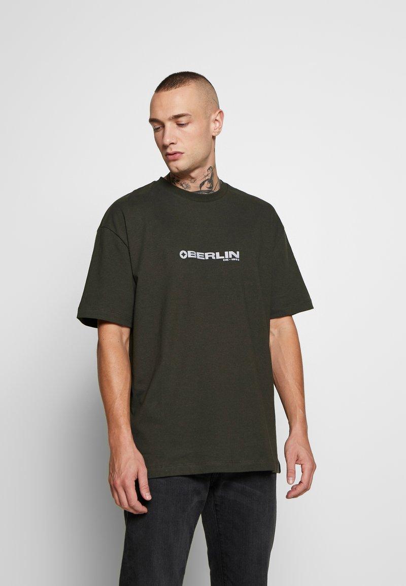 Topman - BERLIN TEE - T-shirt con stampa - khaki
