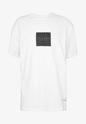 NOW MONO TEEE - T-shirt imprimé - white