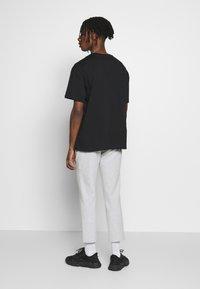 Topman - MONO TEE - T-shirt med print - black - 2