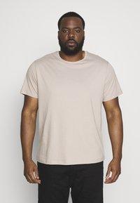 Topman - CLASSIC 3 PACK - T-shirt basic - white/khaki/tan - 4